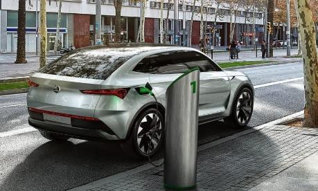 Elektromobil v ulicích města