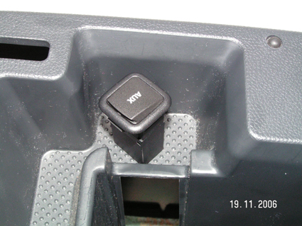 Pin-AUX-venku-mimo-vůz