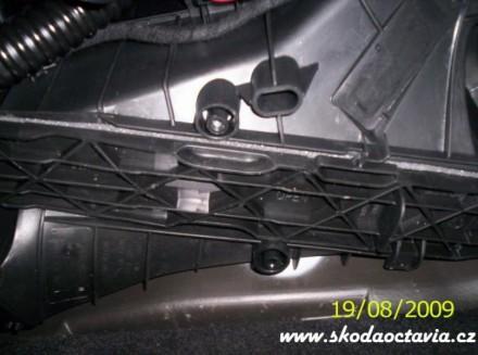 Výměna pylového filtru Škoda Octavia 4