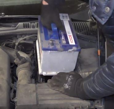 Výměna autobaterie postup odpojení akumulátoru návod