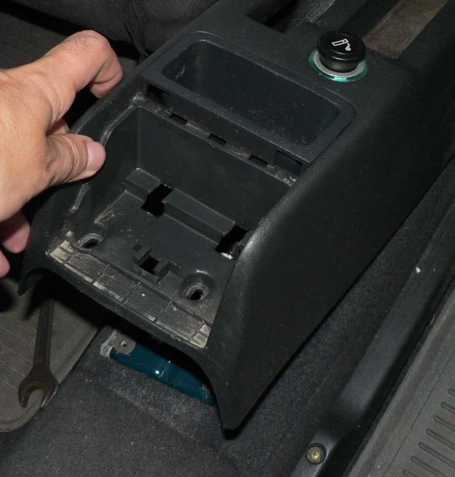 Nyní můžeme plastový držák odstranit Škoda Octavia 1