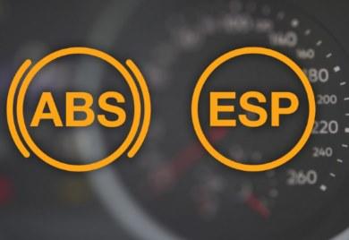 Svítí kontrolka ABS a ESP