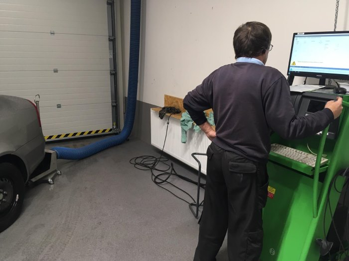 Technik při měření emisí před technickou