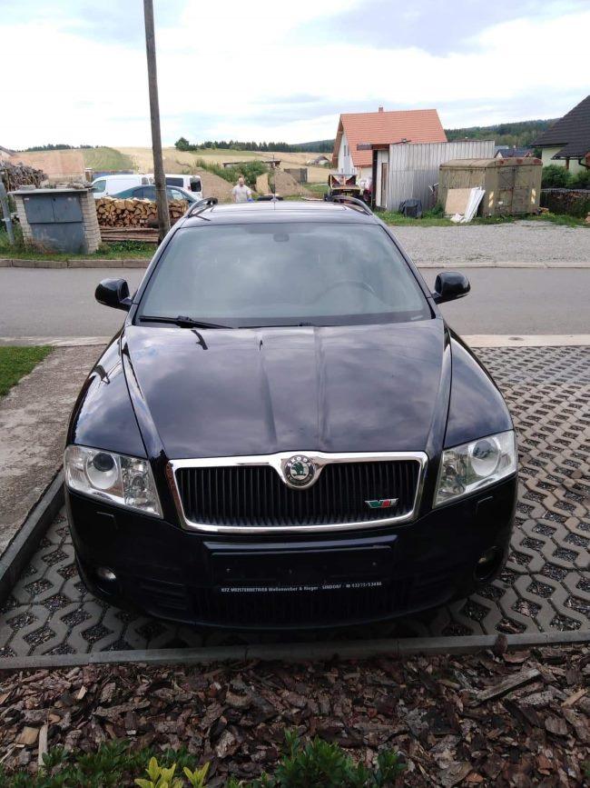 Škoda Octavia černá ze predu