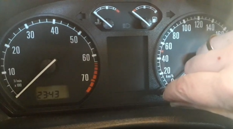 Nastavení času a hodin u Škoda Fabia