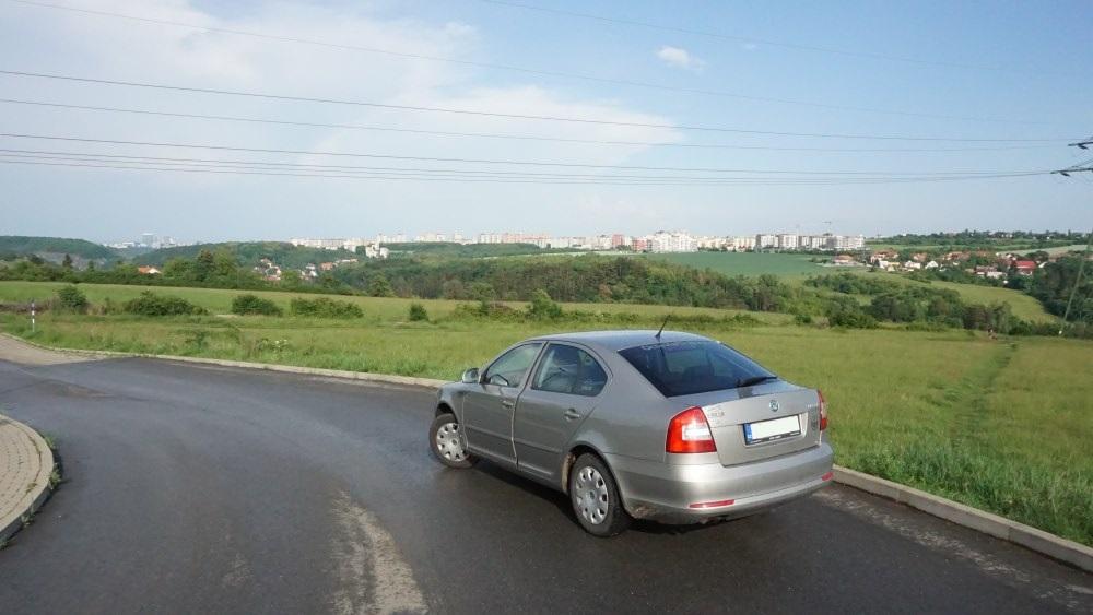 Foto auta s výhledem na Prokopské údolí Octavia
