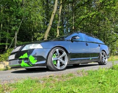 Škoda Octavia 2 0 TDI 16 V BKD dovoz černá chrochta detail